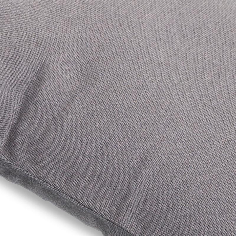 Doomoo amnings och gravidkudde stickad grå detalj
